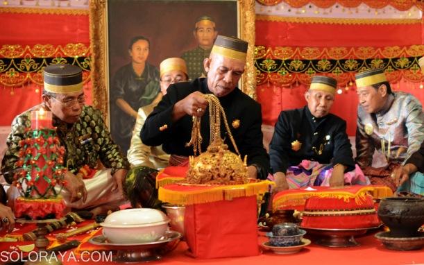 Accera Kalompoang, tradisi cuci benda pusaka Kesultanan Gowa ...