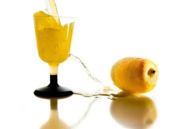 Air Infus Lemon Bisa Turunkan Berat Badan? Ini Faktanya!