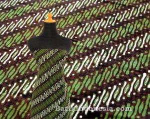 Kain Batik Cap Jogja Motif Parang Klithik Hijau Army