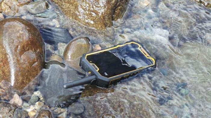 Smartphone terkuat dan tertangguh di dunia8